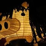 ベルサイユの豚 - 巨大な豚の提灯!