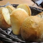 ベルサイユの豚 - 3種類のパンがお通し