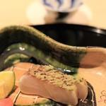 乃木坂 しん -  鯛のこぶ〆をわらで炙ったもの(おみせより)