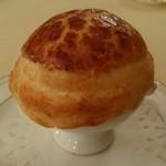 シェ松尾 - キノコのスープ  パイ包み焼き