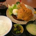 とん平 - ミックスフライ定食(半ライス)