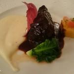 シェ松尾 - 肉料理    牛肩肉の赤ワイン煮   季節野菜添え