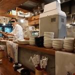 魚寿司 - カウンターでイケメン板さんと会話しながら