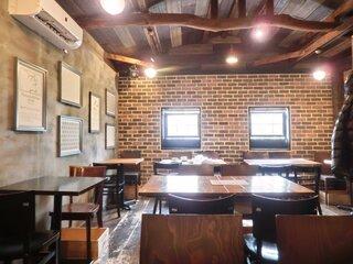 旬熟成 六本木店 - 店内のテーブル席の風景です