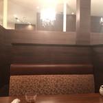 本庄珈琲うふふ - 席は半個室です