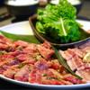 清香園 - 料理写真:ファミリーセットB 4人前(ロース、カルビ、粗挽きウィンナー、豚トロ、豚バラ、ご飯、わかめスープ 6,180円)