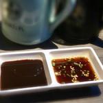 清香園 - 特製の味噌ダレと醤油ダレ