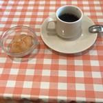 ラ・ヴォーノ - 食後にはデザートとコーヒーもつきます