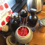 三隈飯店 - 卓上の調味料