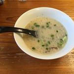みくま飯店 - サービスのラーメンスープ