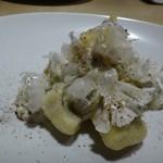 TTOAHISU - ◆太刀魚のお料理。 セモリナ粉を使用して軽くフリットされた「太刀魚」に、以前も頂いた「カリフラワー」を薄切りにして盛り美しいこと。