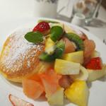61906126 - 季節のフレッシュフルーツパンケーキ
