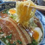紺のれん - 麺はちぢれ麺