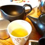 Salon de KANBAYASHI - 煎茶・季節のお茶 焙煎火入茶 ¥750