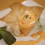 烏骨鶏本舗 ラグジュアリー エッグ カフェ ラン ラン ラン - ソースに烏骨鶏の濃厚卵黄ソース