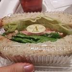 ブランジェ浅野屋 池袋西口店 - ハムたっぷりのサンドイッチ