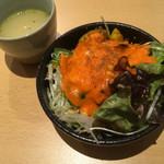61916613 - セットのサラダとスープ