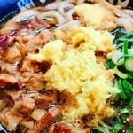 肉肉うどん - いい感じに牛美がゴロゴロと入った新たな福岡県の食文化!!一応お店には元祖博多名物って書いてありますが北九州の文化だってww