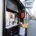 神田餃子居酒屋WARASHIBE GYOZA - 中央通りに面しています