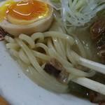 61927448 - モチモチの中太麺