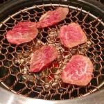 炭こう - 塩コショウで味付けされていた物から焼いていきます【料理】