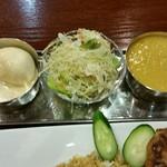 61934760 - ビリヤニのお供、エッグクルマ・サラダ・豆カレー。
