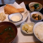 鳴沢苑 - 虹鱒のフライ定食です。