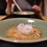 京天神 野口 - すっぽんでとった出汁のふかひれの姿煮。