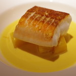 コート ドール - 宮崎産ヤガラのロースト 黄カブ添えサフランソース