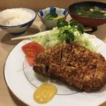 とんき - 駒込とんき初めまして♡ロースカツ定食1650円 本店同様、行き届いたサービスに感動。あとソースが甘くておいしかった。