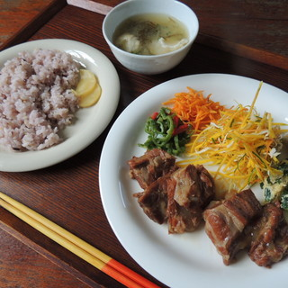 あやふふぁみ - 料理写真:軟骨ソーキのラフテー定食 800円