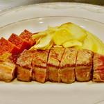 61953352 - 牛ヒレ肉のステーキ