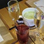 居様 - スパークリングワイン、抹茶カプチーノ、クランベリージュース