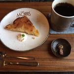 カフェ モーリス - りんごのタルトとコーヒー