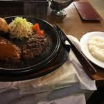 ハングリーベア - 料理写真:ジャンボ100%ビーフハンバーグステーキのセット