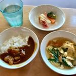 61959644 - ビュッフェ・大人(\1,250) カレー・スープ・ピクルス盛り付け例