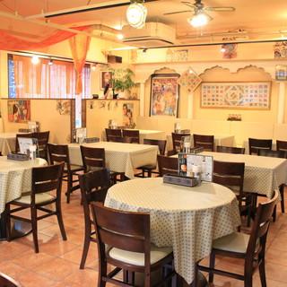 インド料理とステージを楽しむ