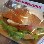 ハースブラウン - 塩バターパンBLTサンド 335円   大好き塩バターパンのサンド(*´ω`*)野菜が爽やかで甘めソースとクリームチーズが美味しい
