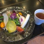 61968508 - サラダ、スープのセット