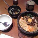 米沢亭 - [料理] わかめスープ & 石焼カルビビビンバ