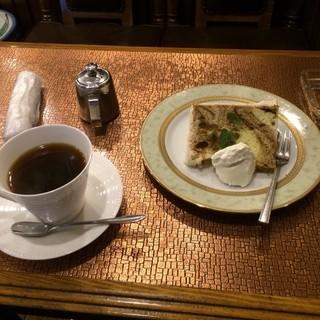 茶房コマ - マーブル シフォンケーキと珈琲のセット。 税込750円。 美味し。