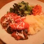 スラヴ料理 カフェアリョンカ - 本日のランチ チキンと野菜のトマトクリームソース煮、ポテトピューレ添え 850円
