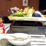 韓国家庭料理 ととり - ホルモン鍋       \900