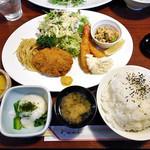 ごっつおや - 料理写真:メンチカツと海老フライ定食(ご飯大盛)