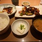 やよい軒 - なす味噌と焼魚の定食(880円)