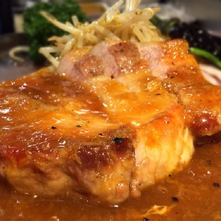 国産銘柄豚厚切り生姜焼き定食!