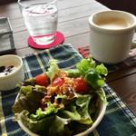 カフェ シューエ - サラダ & ランチ ドリンク・カフェラテ