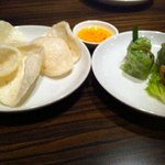 ベトナムキッチン アンジー - えびせんべいと生春巻&揚げ春巻
