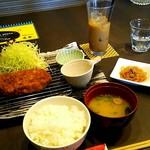 黒豚しゃぶしゃぶ達実 - 料理写真:ランチ 豚ロースかつ定食 \1058