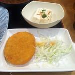 61996182 - すし定食(揚げ物、豆腐)